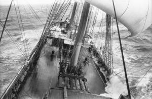 Imagen: Tormenta en el mar. Barco