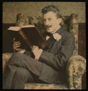 Imagen: Hombre leyendo