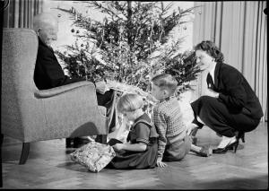 Imatge: L'avi els explica un conte ...